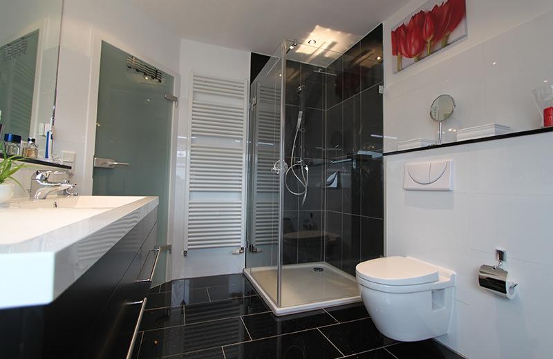 glas bad b der ganzglasduschen dusche modernisierung glas im bad b nde kirchlengern. Black Bedroom Furniture Sets. Home Design Ideas